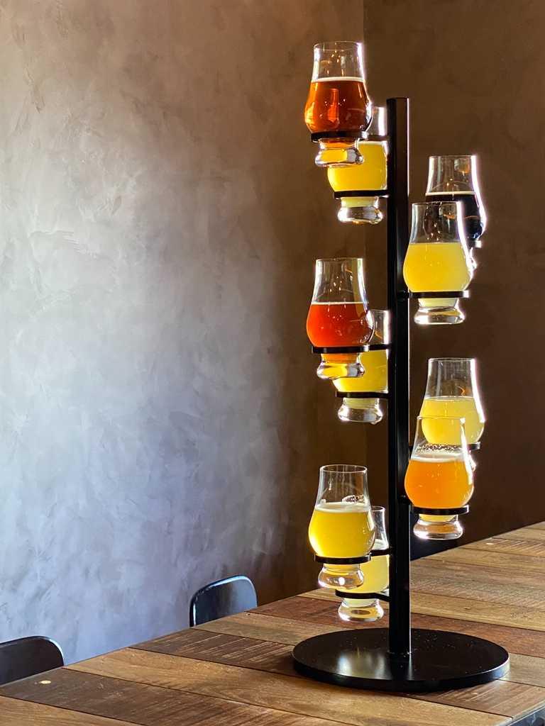 「啤酒塔」可以一口氣享用10款拉霸精釀。(1,200元)