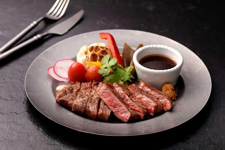 「日本和牛牛排」在餐酒館內也能享用。(1,280元)