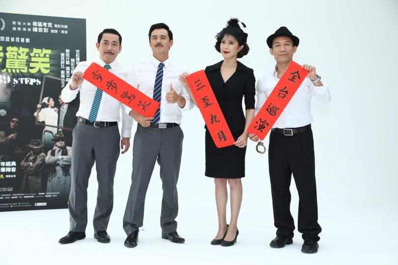 屈中恆(左)、竇智孔、天心、郭子乾寫春聯催票。(圖/彭子桓攝影)