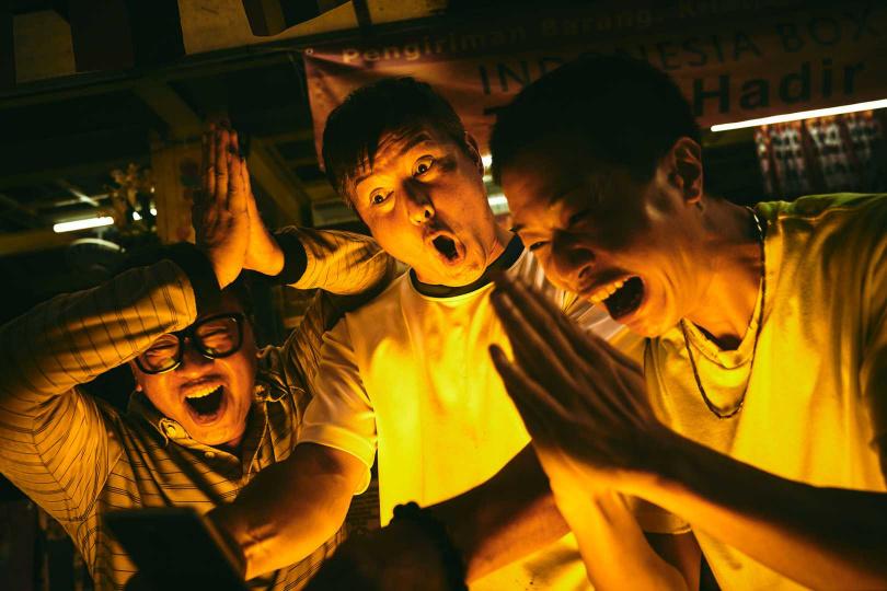 李銘順、游安順、薛仕凌劇中是懷抱發財夢的「噗嚨共」好友。(圖/HBO Asia)