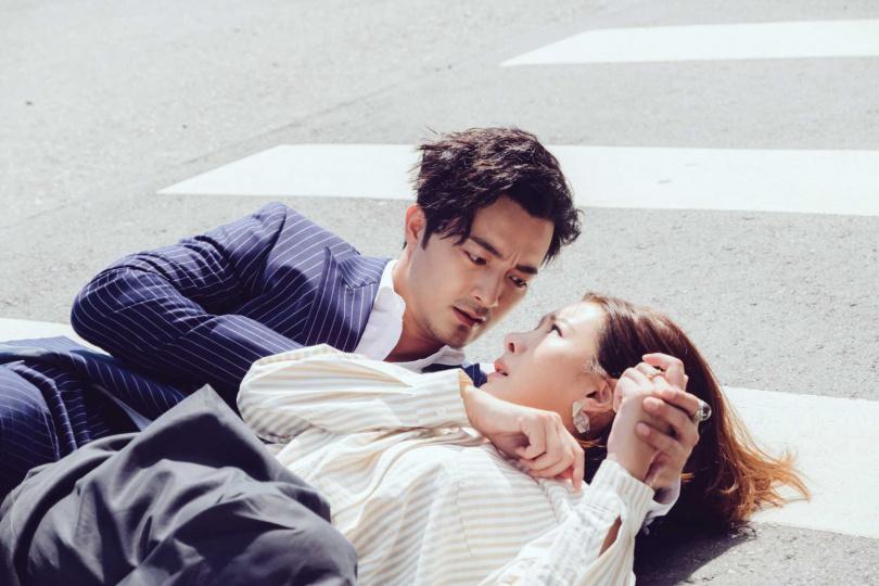 古斌(左)救了安心亞一命。(圖/歐銻銻娛樂提供)
