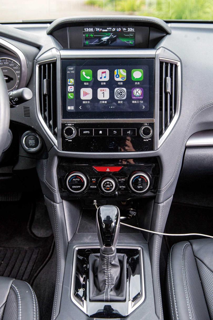 雖然8吋的觸控式車機沒有搭載導航,但時下必備的Apple CarPlay/Android Auto都沒落下。(圖/鄭清元攝)