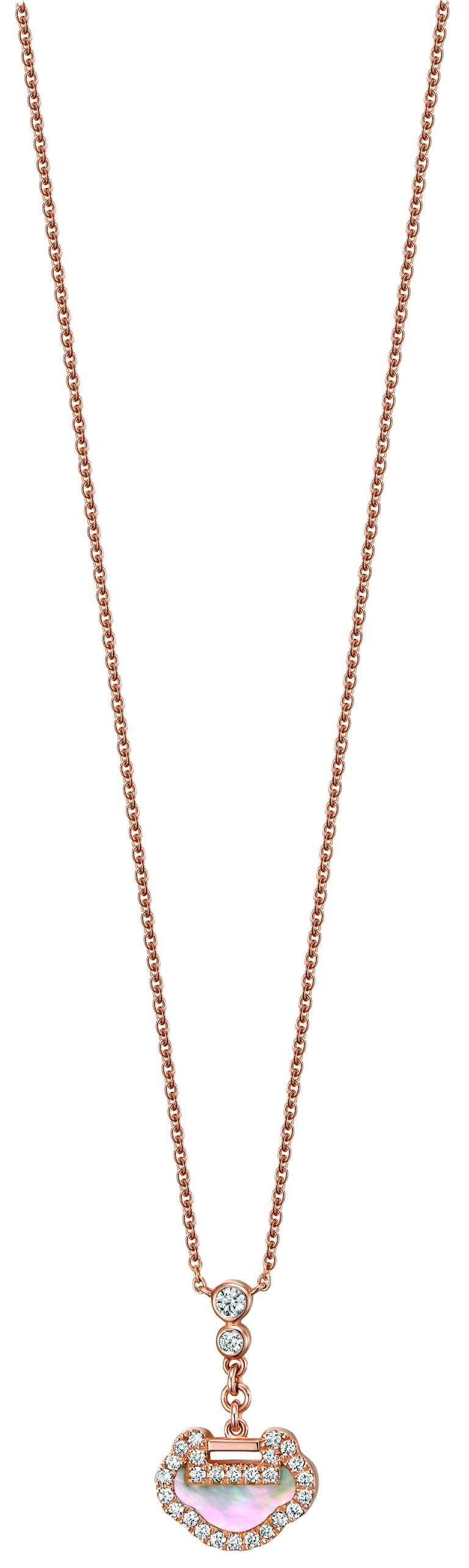 Qeelin「Petite Yu Yi系列」18K玫瑰金鑲鑽珍珠母貝項鍊╱50,000元。(圖╱Qeelin提供)