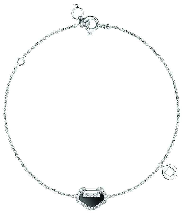 Qeelin「Petite Yu Yi系列」18K 白金鑲鑽縞瑪瑙手鍊╱43,500元。(圖╱Qeelin提供)