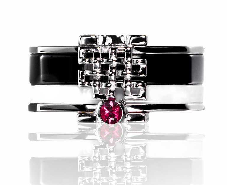 Khieng ATELIER「MEET LOVE」訂製慈善珠寶,男版╱88,000元。(圖╱Khieng ATELIER提供)