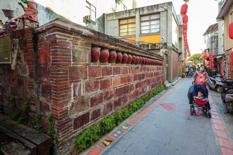 這面甕牆曾在921大地震時部分倒塌,修復後,已由雲林縣政府認定為歷史建築進行保存。(圖/焦正德攝)