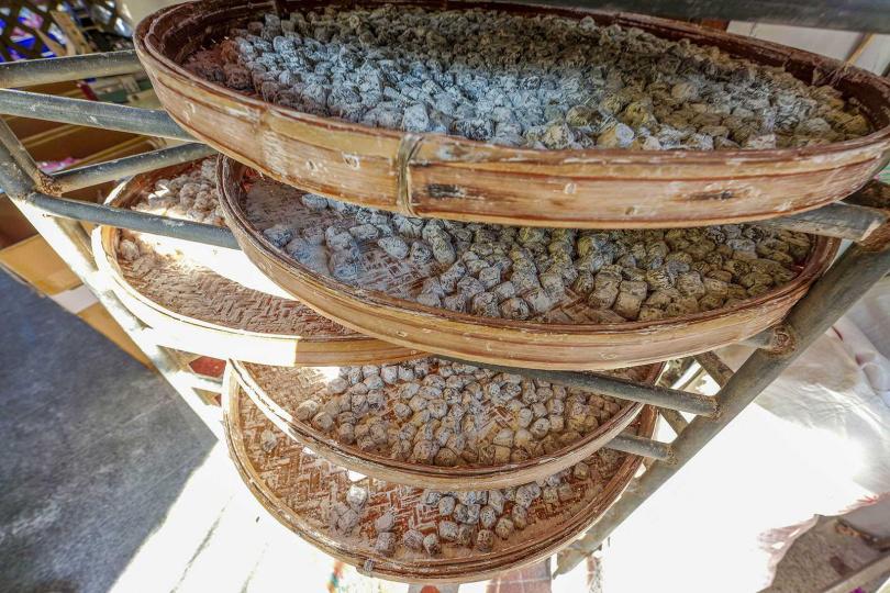 用糖、麥芽及花生仁製成的北港飴,香Q彈牙,非常涮嘴。(100元/包)(圖/焦正德攝)
