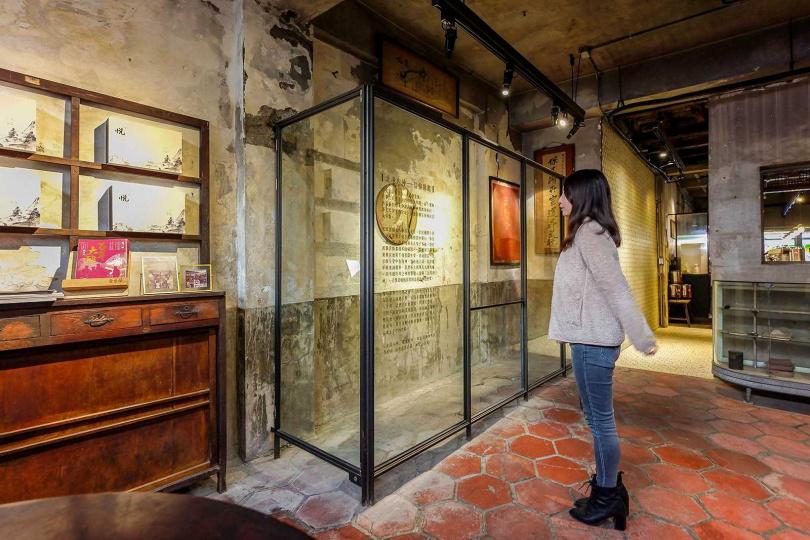 玻璃櫥窗圍起來的,是武德宮武財神的發跡地。櫥窗圍起來的,是武德宮武財神的發跡地。(圖/焦正德攝)