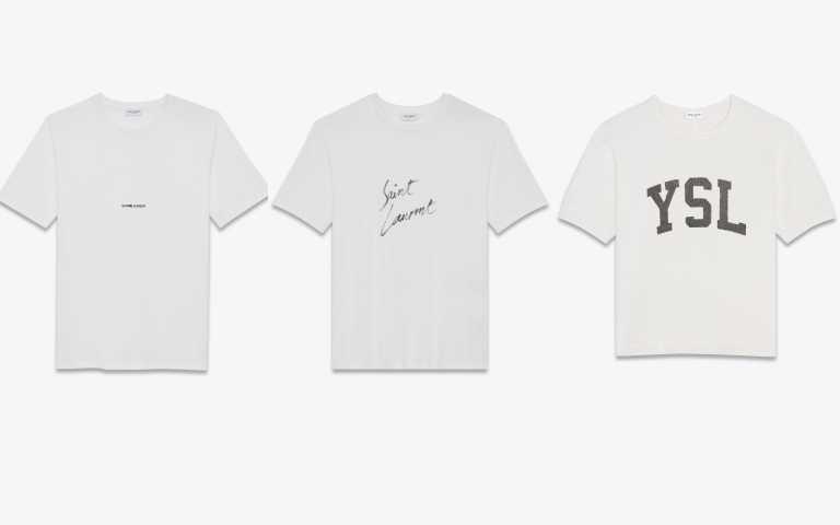 白色SAINT LAURENT 巴黎左岸紅色標誌上衣/11,300元、白色SAINT LAURENT水墨草寫效果上衣/12,450元、白色YSL標誌復古效果上衣/17,850元(圖/品牌提供)
