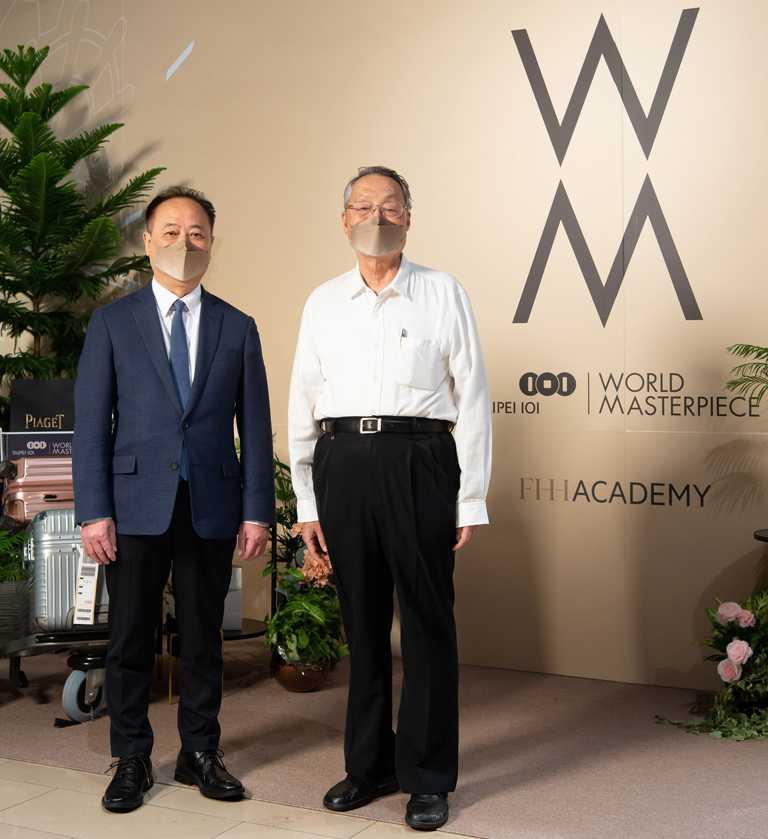 台北101董事長張學舜(左),與「Ambi Space One双融域」幕後推手施振榮先生,共同為全新沉浸式體驗場域揭幕。(圖╱台北101提供)