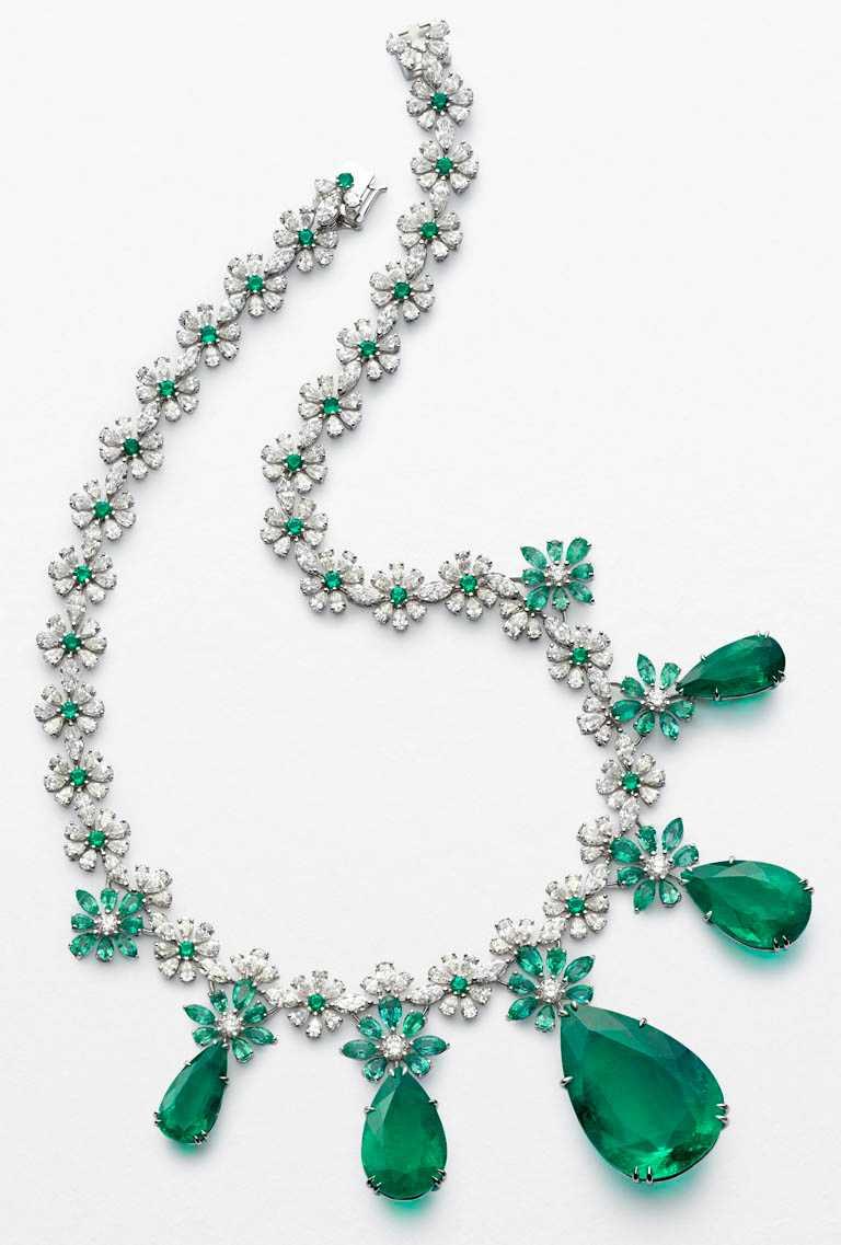 Chopard「Red Carpet紅地毯」系列頂級珠寶項鍊,全球僅1件╱94,790,000元。(圖╱台北101提供)