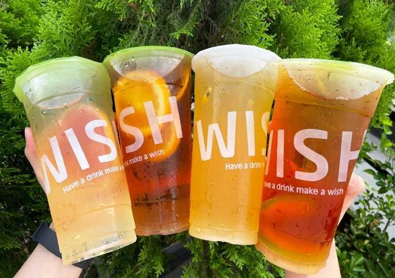 業者推出的「微果茶」,共有3種基底茶(熟成紅茶、茉莉綠茶、高山青茶)+4種水果(檸檬、百香果、柳橙、葡萄柚),多達12種飲品變化可選擇。