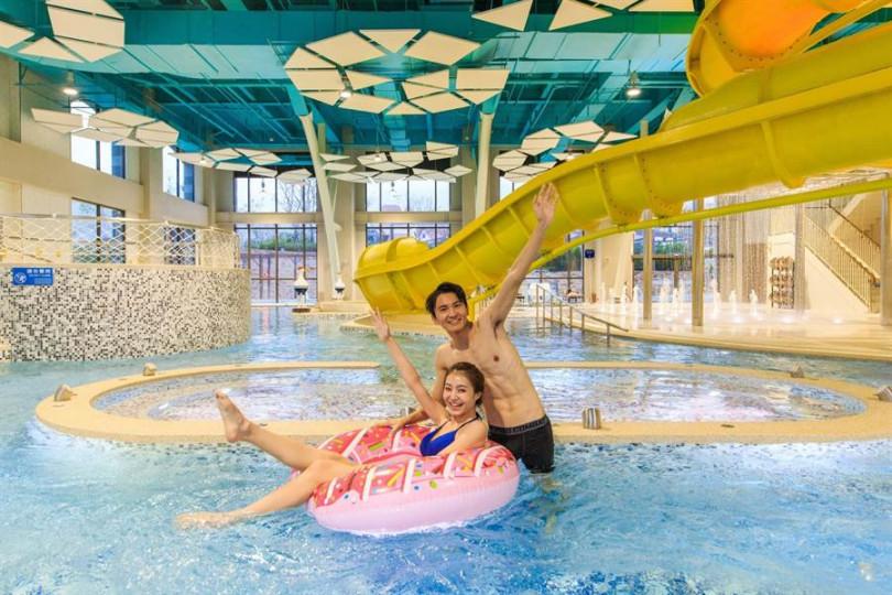 「金色水樂園」裡有一座高5公尺(約2層樓高)的旋轉滑水道。