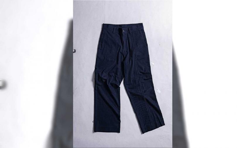 韓國品牌寬褲,倫敦購入,約新台幣4,000元。(圖/莊立人攝)