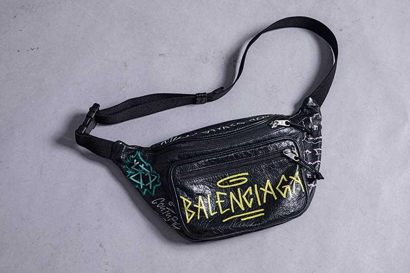 Balenciaga腰包,約新台幣34,000元。(圖/莊立人攝)