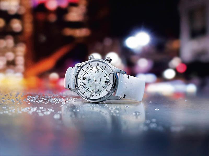 LONGINESLegend Diver錶殼:不鏽鋼材質/錶徑36mm機芯:L592自動上鍊/振頻每小時28,800次/儲能40小時功能:大三針/日期防水:300米