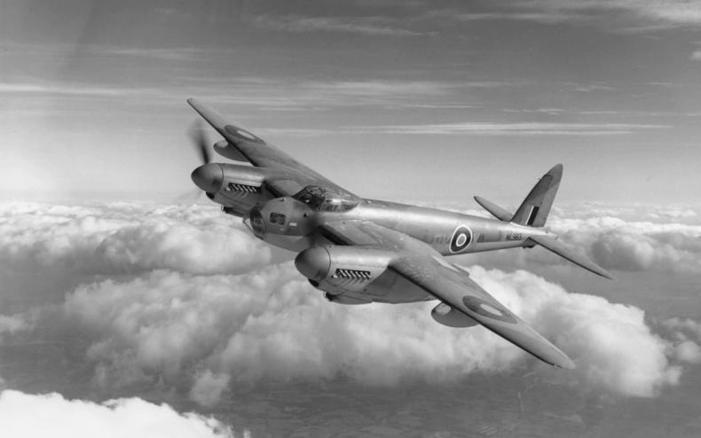 Mosquito蚊式是二戰期間英國主力戰術轟炸機,因當時物資缺乏,機身全以木材製成,而有「木製奇蹟」之稱(圖片來源:ROYAL AIR FORCE MUSEUM/HULTON ARCHIVE)。