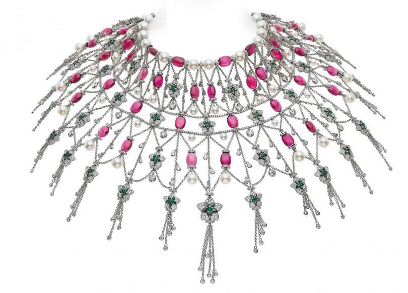 BVLGARI「Jannah」系列頂級珠寶,白金珍珠母貝披巾頸鍊。(圖╱BVLGARI提供)