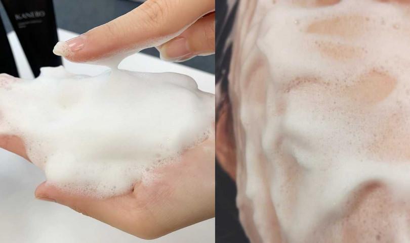 很推薦搭配起泡網打出超級綿密的泡泡,洗臉時直接停留臉上30秒更能把髒汙吸光光。(圖/吳雅鈴攝影、IG@cornuskousa12)
