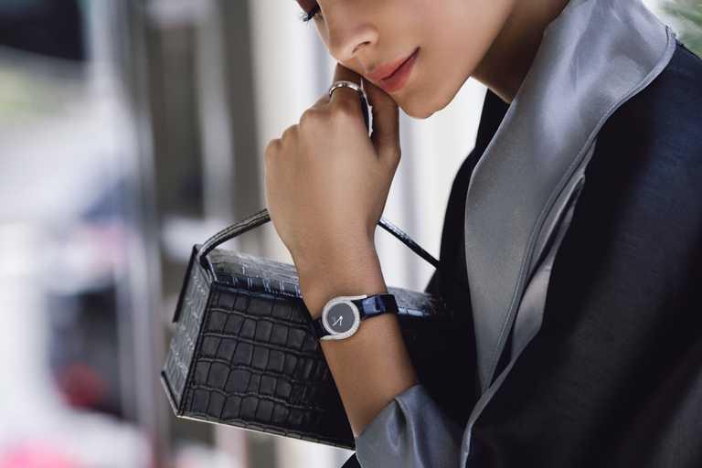 PIAGET「Limelight Gala」系列,全新砂金石錶盤腕錶。(圖╱PIAGET提供)