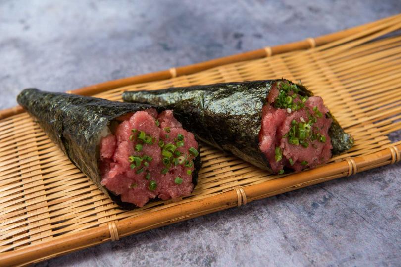 黑鮪魚肚樂手卷。(圖/大漁まぐろ壽司提供)