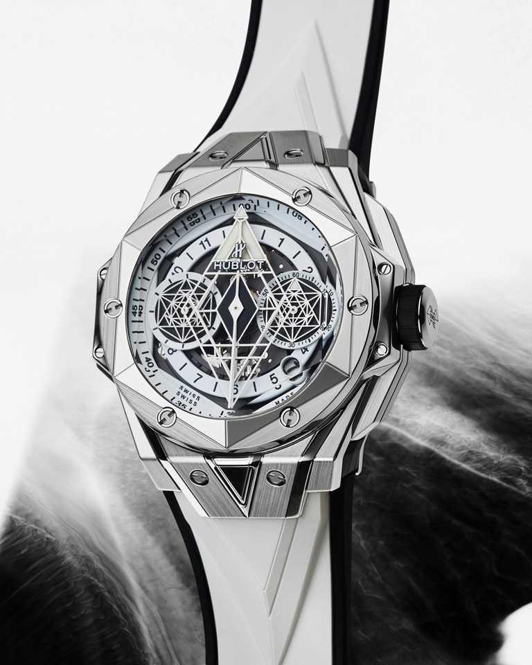 HUBLOT「Big Bang Sang Bleu II墨白計時碼錶」鈦金屬款╱45mm,緞面拋光鈦金屬錶殼,限量200只╱782,000元。(圖╱HUBLOT提供)