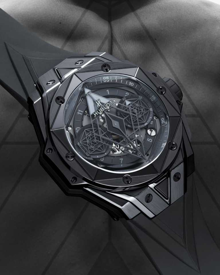HUBLOT「Big Bang Sang Bleu II全黑計時碼錶」╱45mm,緞面拋光黑色陶瓷錶殼,限量200只╱847,000元。(圖╱HUBLOT提供)