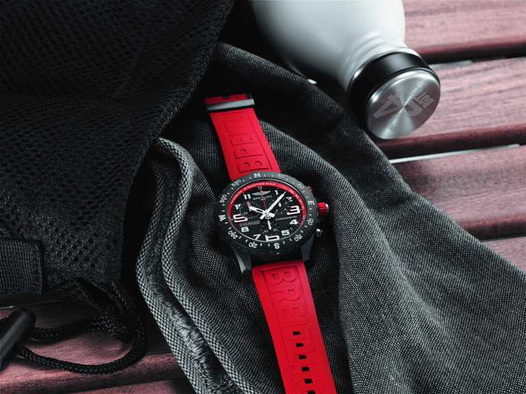 BREITLING「Professional」專業系列「Endurance Pro」腕錶, 44mm,Breitlight®錶殼,紅色錶圈╱92,000元。(圖╱BREITLING提供)