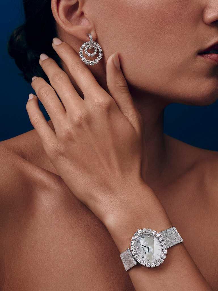CHOPARD「L'Heure du Diamant」系列自動上鏈腕錶,白金款╱2,250,000元。(圖╱CHOPARD提供)