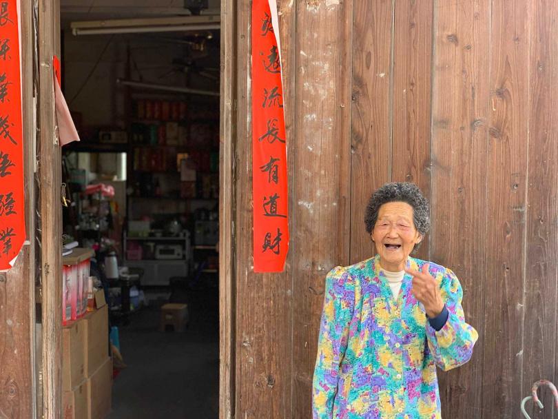 戰地一條街目前仍有長輩居住,十分歡迎遊客造訪此地。(圖/于魯光攝)