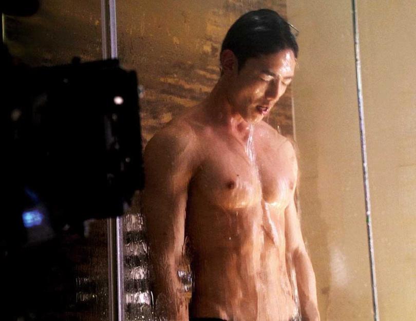 賴東賢、王碩瀚各為了劇中出浴戲,秀出健美身材。(圖/Vidol提供)