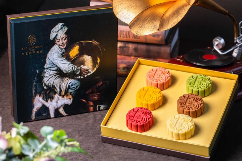 「匠心」禮盒包含六款桃山月餅。(888元,圖/西華飯店提供)