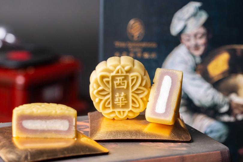 豆沙麻糬口味的桃山月餅。(圖/西華飯店提供)