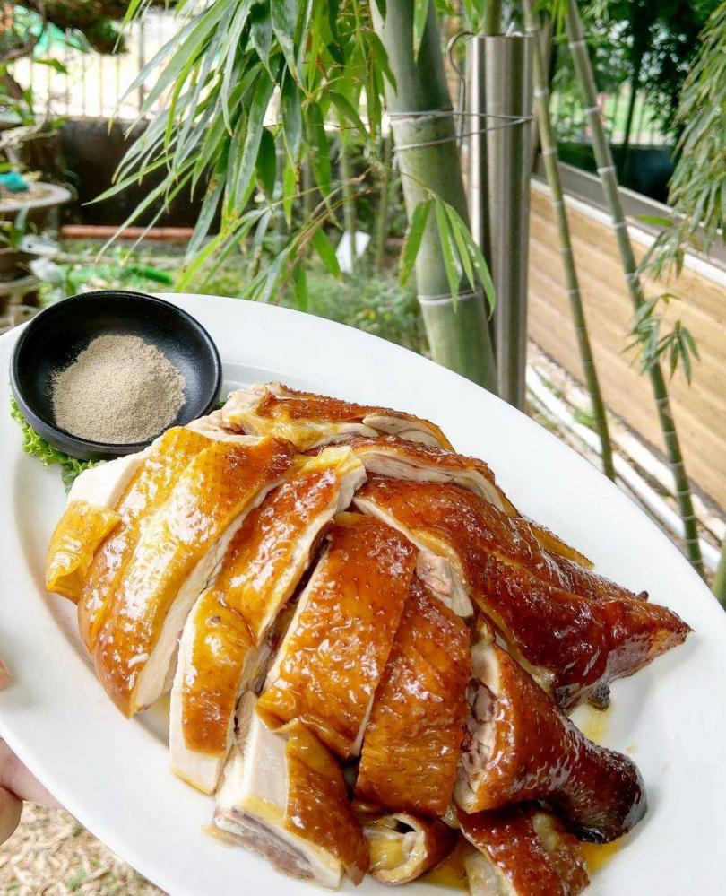 陽明山上的松竹園以自家飼養的土雞料理聞名。(圖/翻攝自松竹園粉絲專頁)