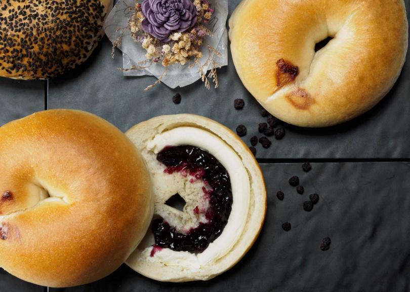 耀初貝果的藍莓重乳酪。(圖/業者提供)