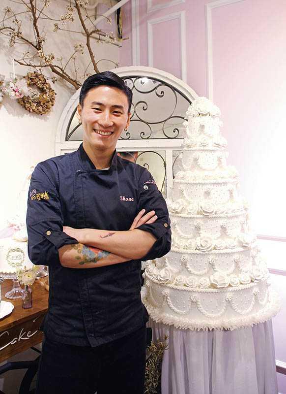 翻糖蛋糕、Candy bar達人林玄,以豐富經歷出版《就是要玩蛋糕!精品級夢幻甜點Candy Bar》。
