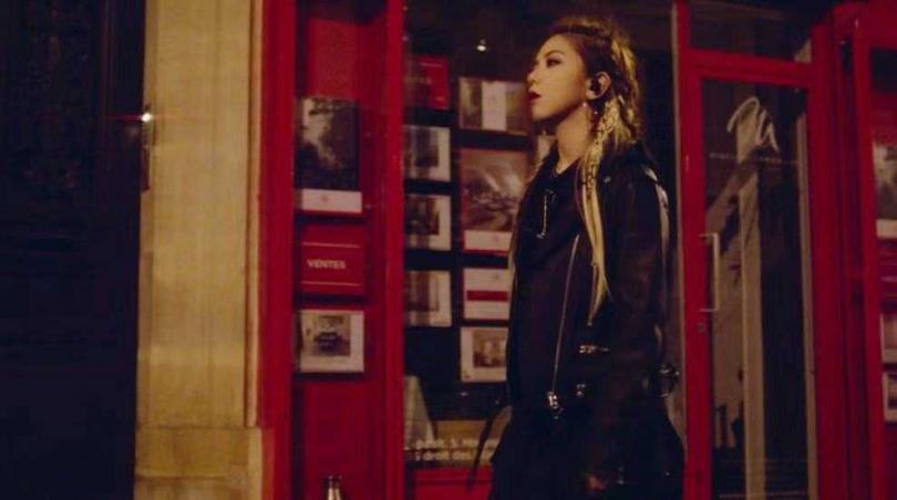 〈Fly Away〉MV取景於法國巴黎。(圖/索尼音樂提供)
