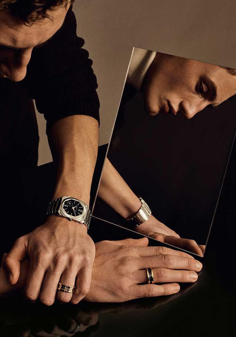 BVLGARI「Octo Finissimo Automatic」緞面拋光精鋼超薄自動腕錶╱375,900元。(圖╱BVLGARI提供)