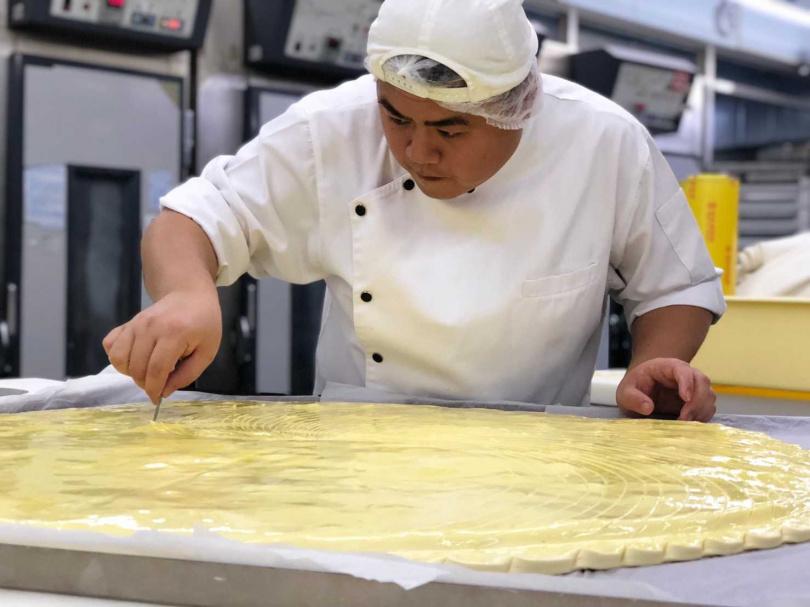 世界麵包冠軍王鵬傑將挑戰製作最大國王派。(圖/莎士比亞烘焙坊提供)