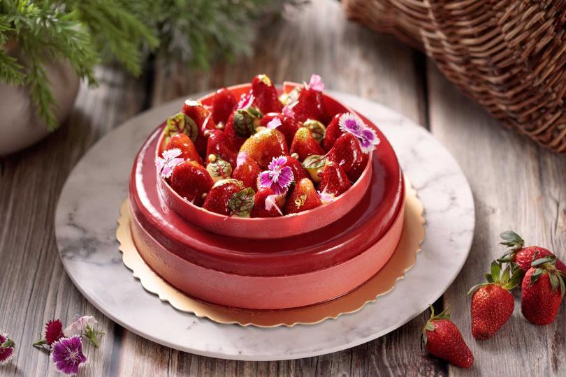 草莓百香果蛋糕。(圖/台北新板希爾頓酒店提供)