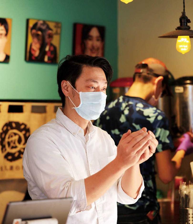 老闆林建宏因為愛吃飯糰,而開了飯糰專賣店。(圖/于魯光攝)