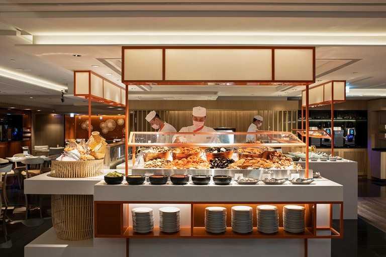 香格里拉台北遠東國際大飯店4月限定,遠東Cafe 前50組預訂週一至週四晚餐享5折優惠。