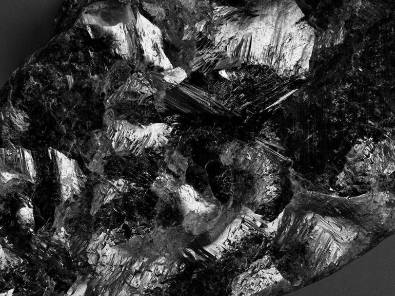被命名為「Sewelô」的史上第二巨大鑽石原石,代表「稀世珍寶」之意。(圖╱LOUIS VUITTON提供)