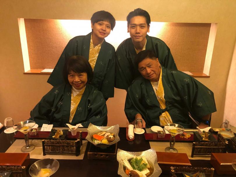 蔡旻佑在2月時,帶全家任一起到日本玩。(圖/何樂音樂提供)