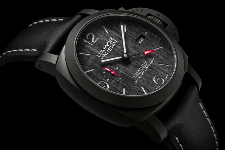 PANERAI「LUMINOR LUNA ROSSA」GMT兩地時間腕錶,鈦金屬錶殼,錶徑44mm╱343,000元。(圖╱PANERAI提供)