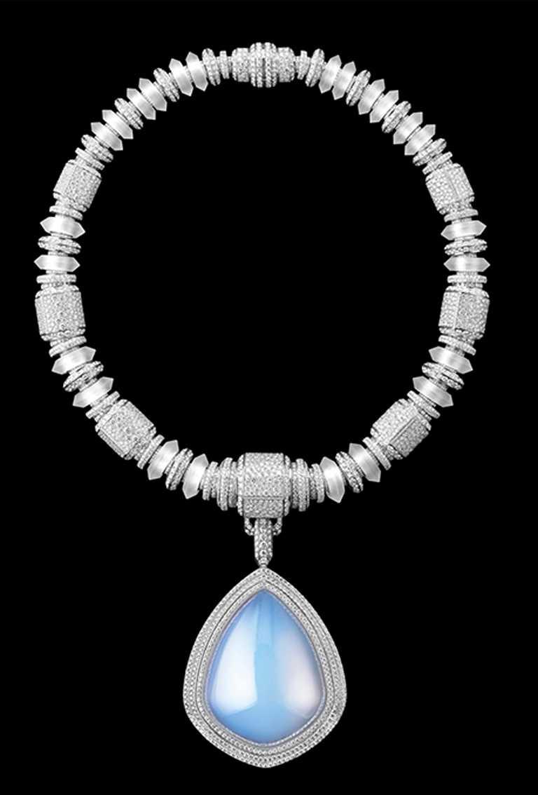 BOUCHERON「Goutte de Ciel」主題項鍊╱白金750材質,鑲嵌鑽石、天然水晶及氣凝膠╱20,750,000元。(圖╱BOUCHERON提供)