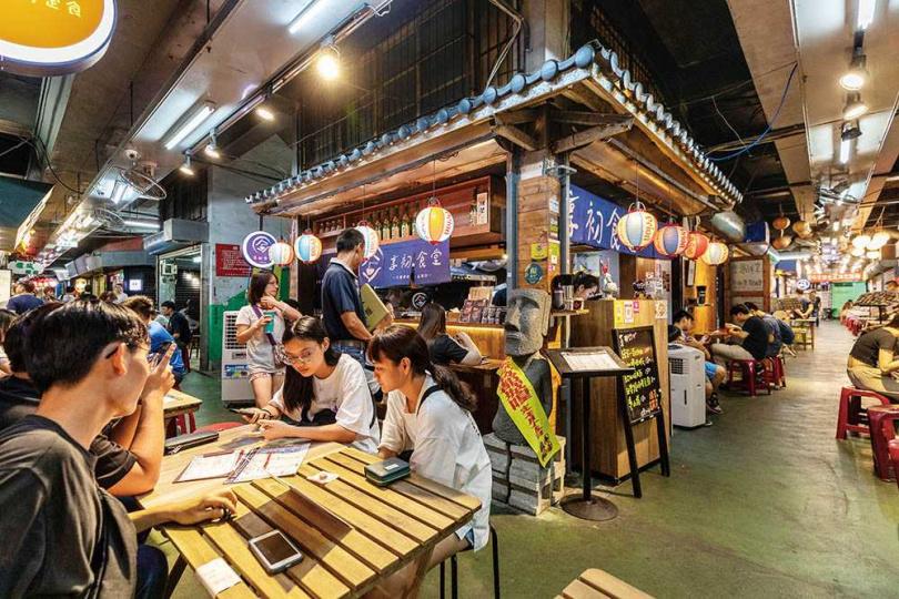 洋溢日式情懷的「享初食堂」,是市場內高人氣居酒屋。