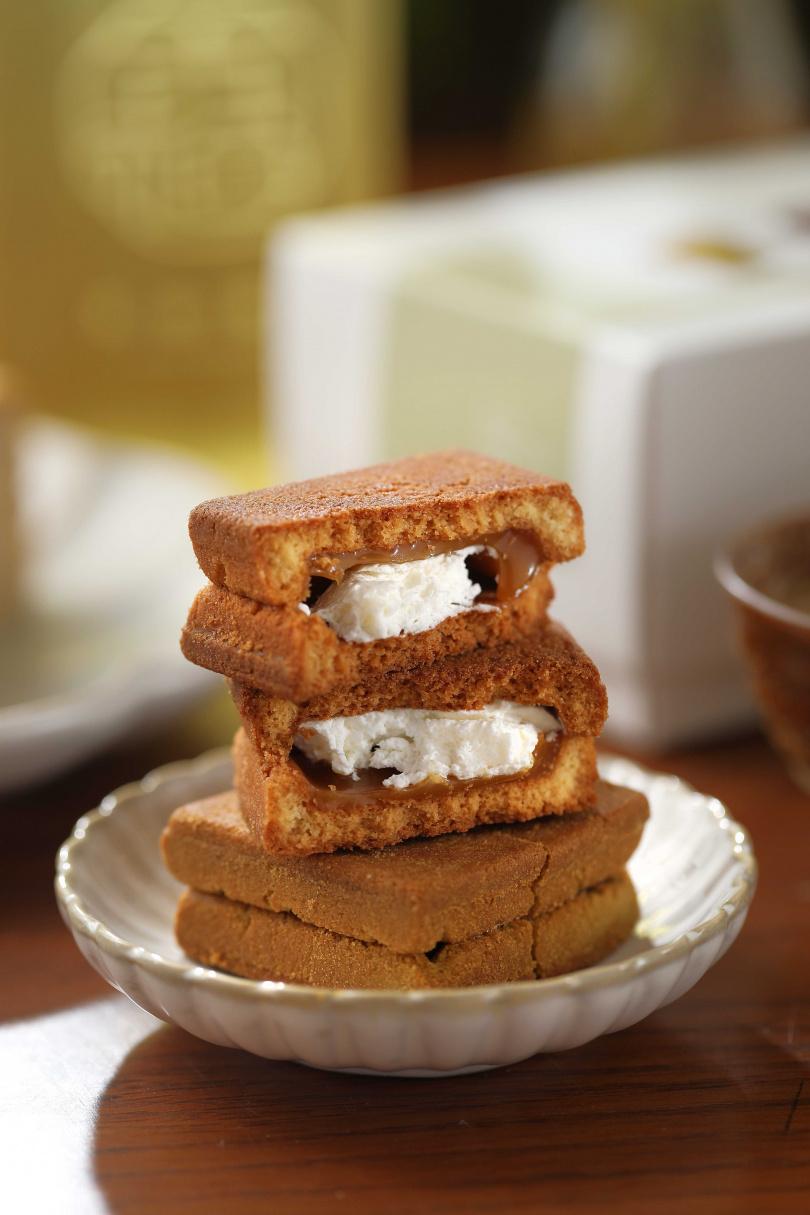 「生乳霜塔」入口爽脆,中間的奶油霜及白蘭地焦糖內餡綿密香甜,非常涮嘴。(35元/顆)