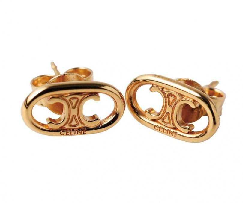 CELINEMAILLON TRIOMPHE耳環約10,000元因為喜歡CELINE的凱旋門 Logo圖樣,蔡黃汝買了這對小巧別緻的耳環。