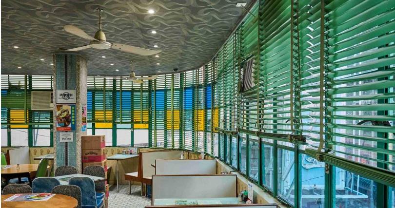 走進美都餐室彷彿穿越至50年代的香港。